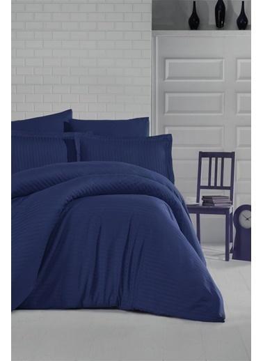 Soley Çift Kişilik Çizgili Saten Nevresim Takımı Elegante Yastık Hediyeli Lacivert